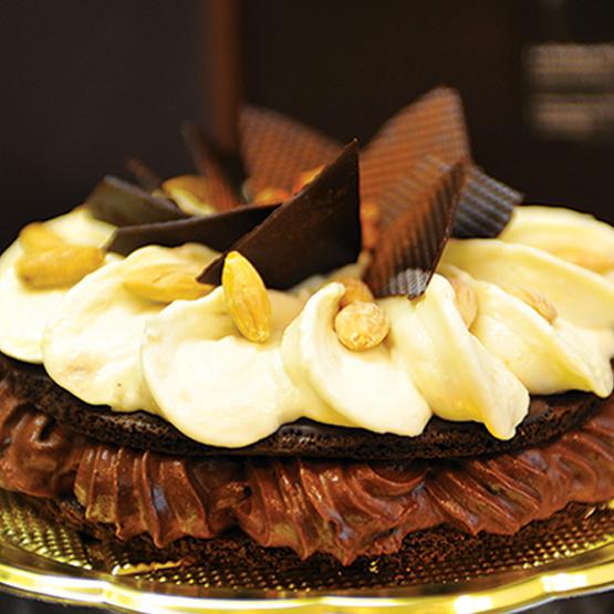Torta di gelato al cioccolato con peperoncino calabro e gelato alla cannella